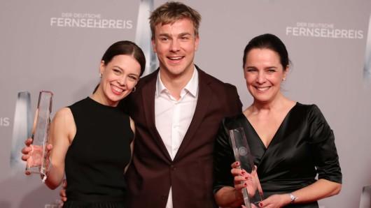 Paula Beer (l.), Albrecht Schuch and Desiree Nosbusch mit den begehrten Preisen