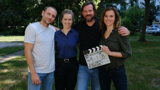 Am 16. Juli 2019 haben in Dresden mit (v.l.n.r.) Max Riemelt, Cornelia Gröschel, Regisseur Stephan Lacant und Karin Hanczewski die Dreharbeiten zum Tatort: Die Zeit ist gekommen begonnen.