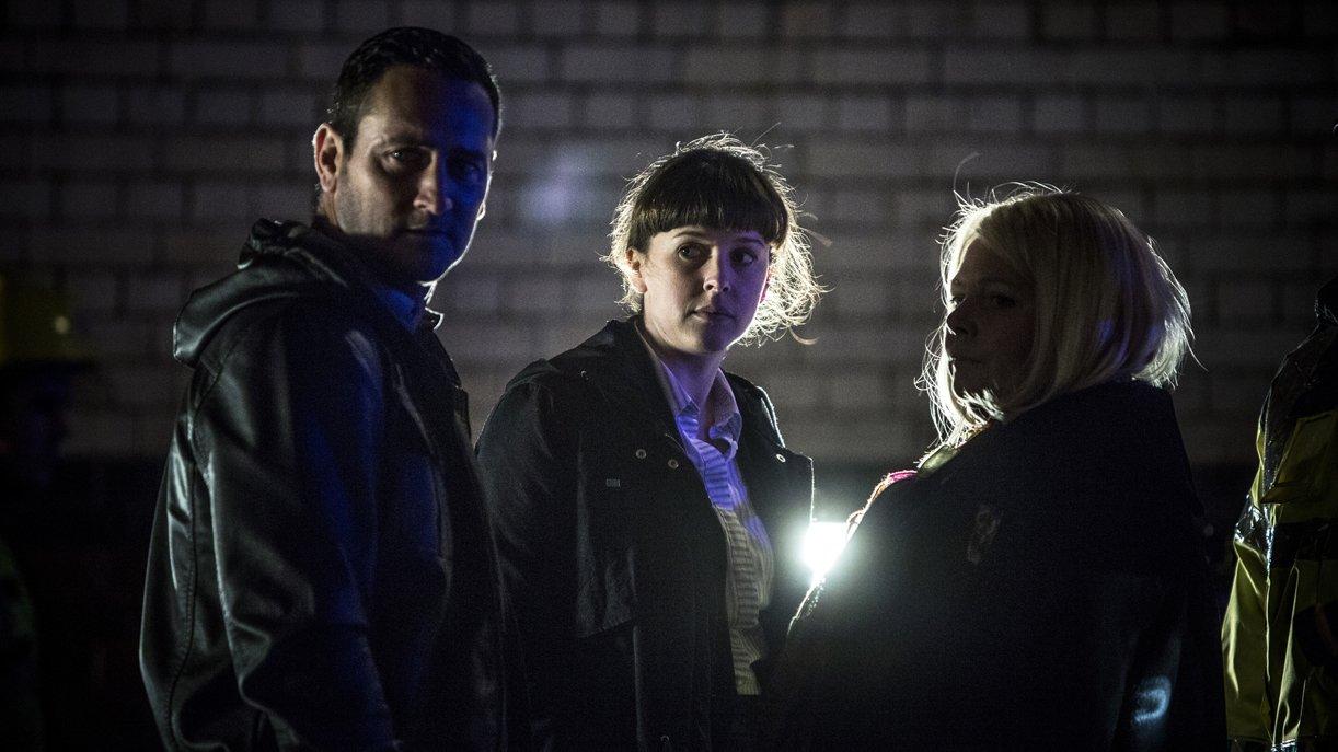 DC Spike Tanner (Will Mellor, l.), DS Joy Freers (Alexandra Roach, M.) und DI Vivienne Deering (Joana Scanlan, r.)