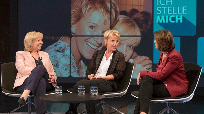 """In der ersten Folge der vierten """"Ich stelle mich""""-Staffel plaudert Mariele Millowitsch (M.) Geheimnisse über ihre Freundin Hannelore Kraft (l.) aus"""