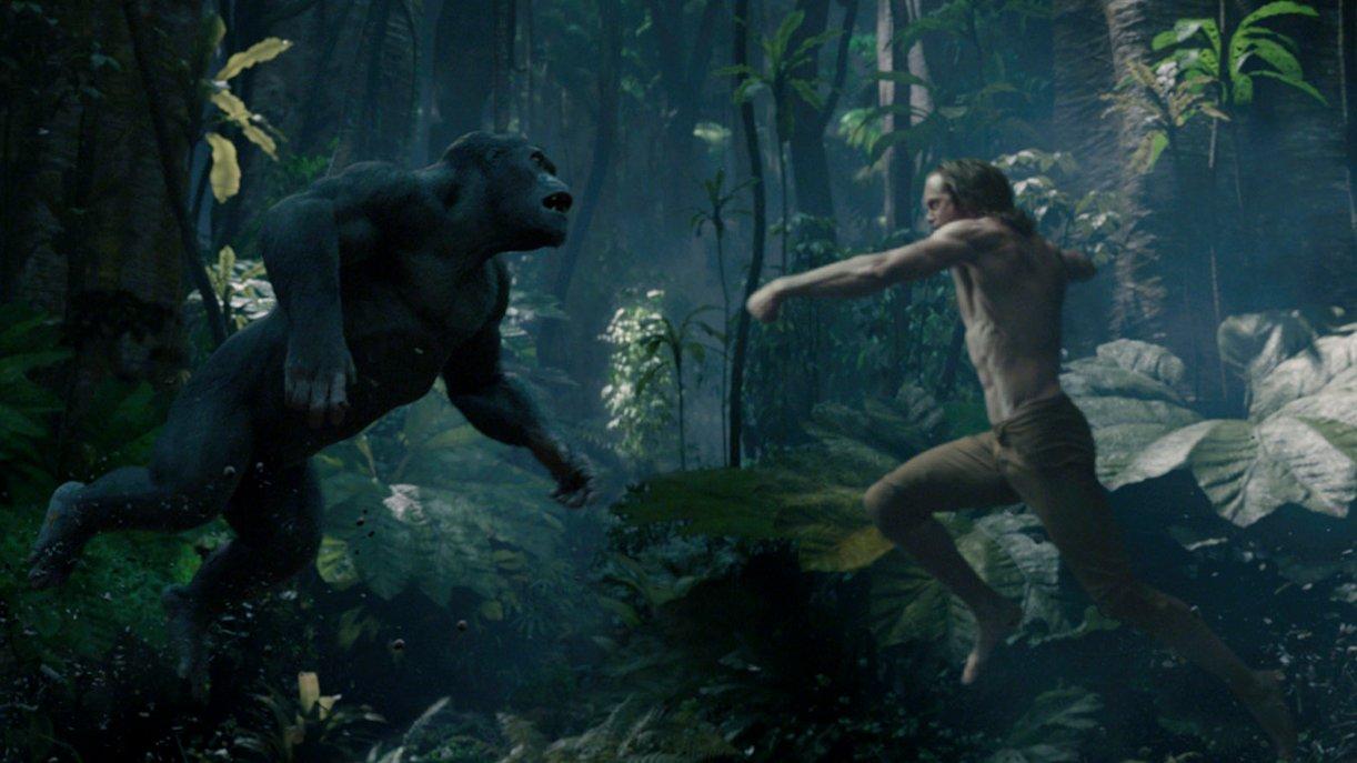 Tarzan (Alexander Skarsgård) kämpft mit einem Gorilla