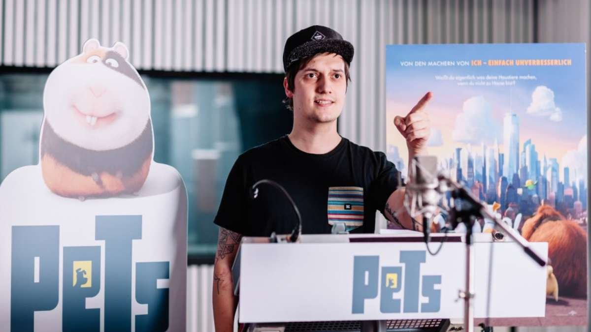 """Beispiel für marktstrategische Promi-Synchronisation: YouTube-Star LeFloid spricht in """"Pets"""" das Meerschweinchen Norman"""