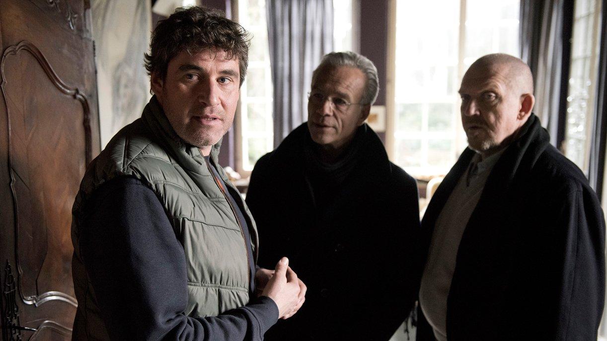 Der Bruder Gunnar Schwalb (Stephan Szász, l.) mit den Kommissaren Max Ballauf (Klaus J. Behrendt, Mitte) und Dietmar Bär (Freddy Schenk, r.).