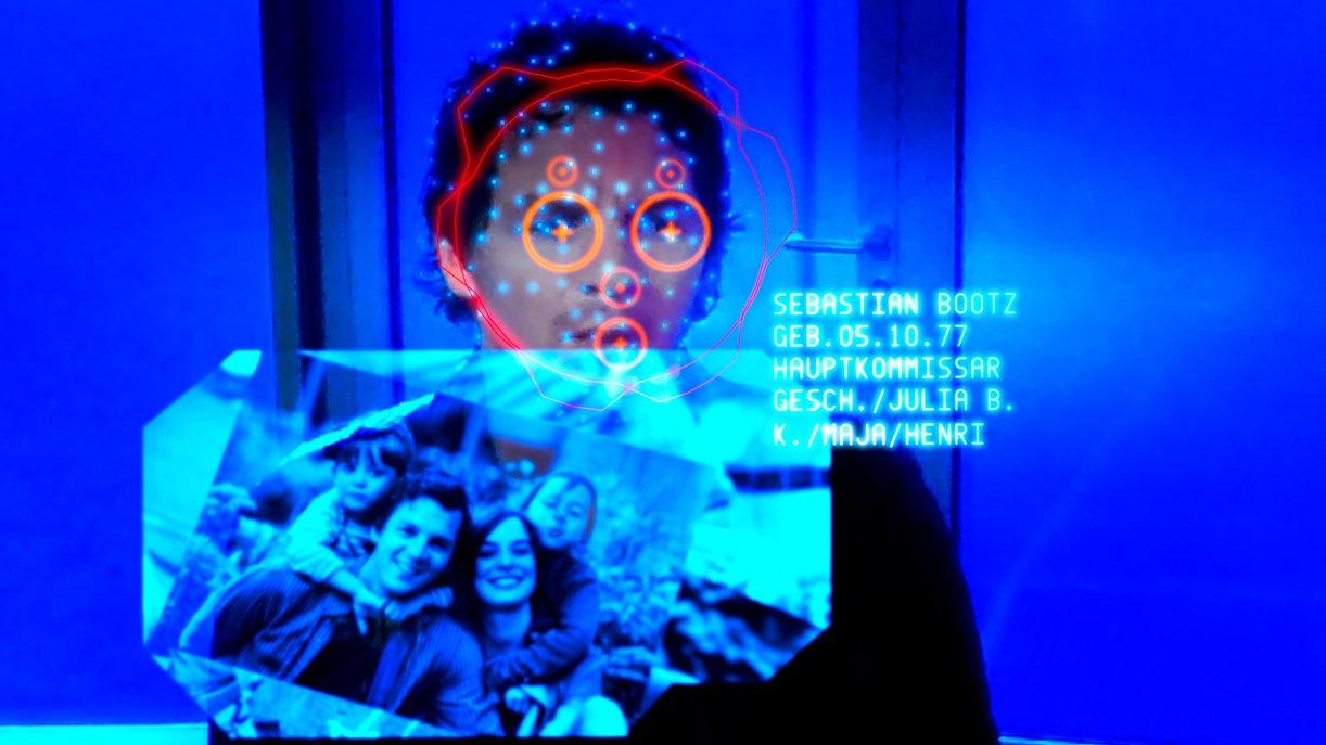 Bluesky scannt alle Besucher in der Firmenlobby, um ihre Identität zu erfassen, z. B. die von Thorsten Lannert (Richy Müller).