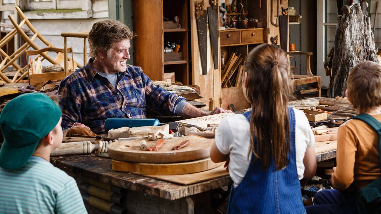 Mr. Meacham (Robert Redford) erzählt Geschichten von wilden Drachen