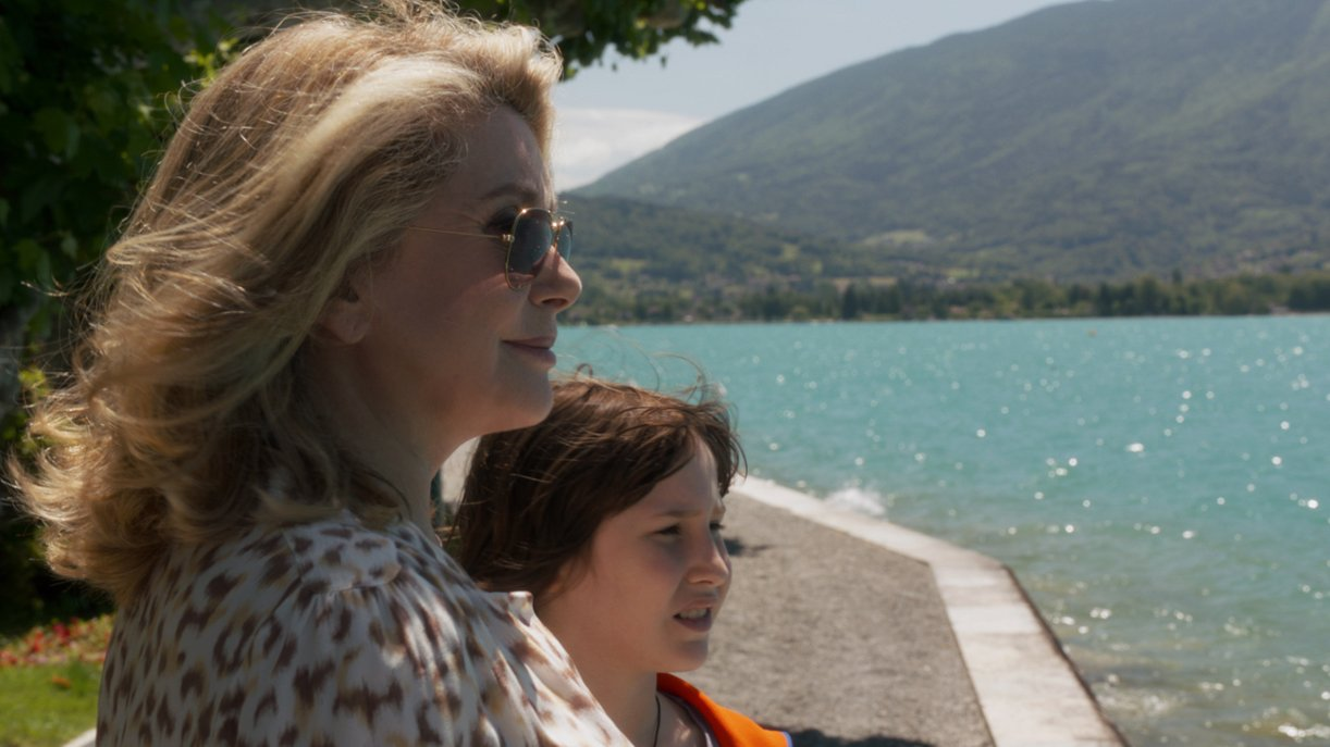 Bettie (Catherine Deneuve) mit ihrem Enkel Charly (Nemo Schiffman)