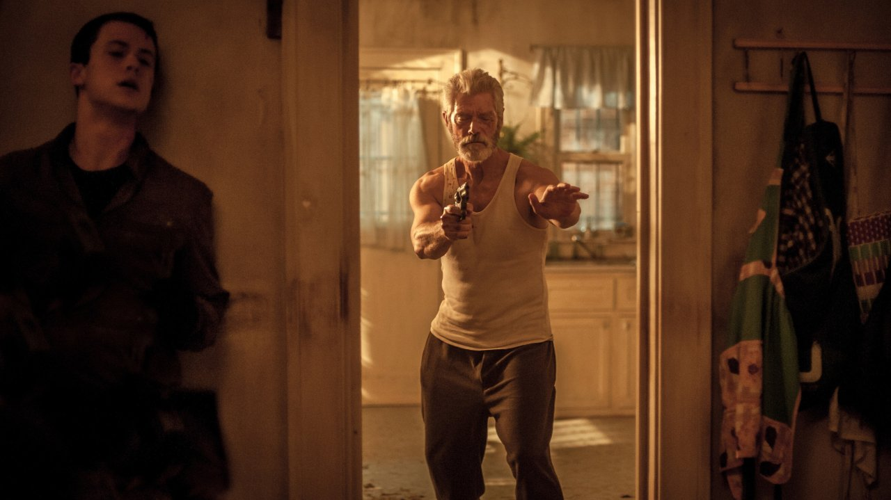 Brenzlige Situation: Das blinde Einbruchsopfer (Stephen Lang) will Alex (Dylan Minette) an den Kragen