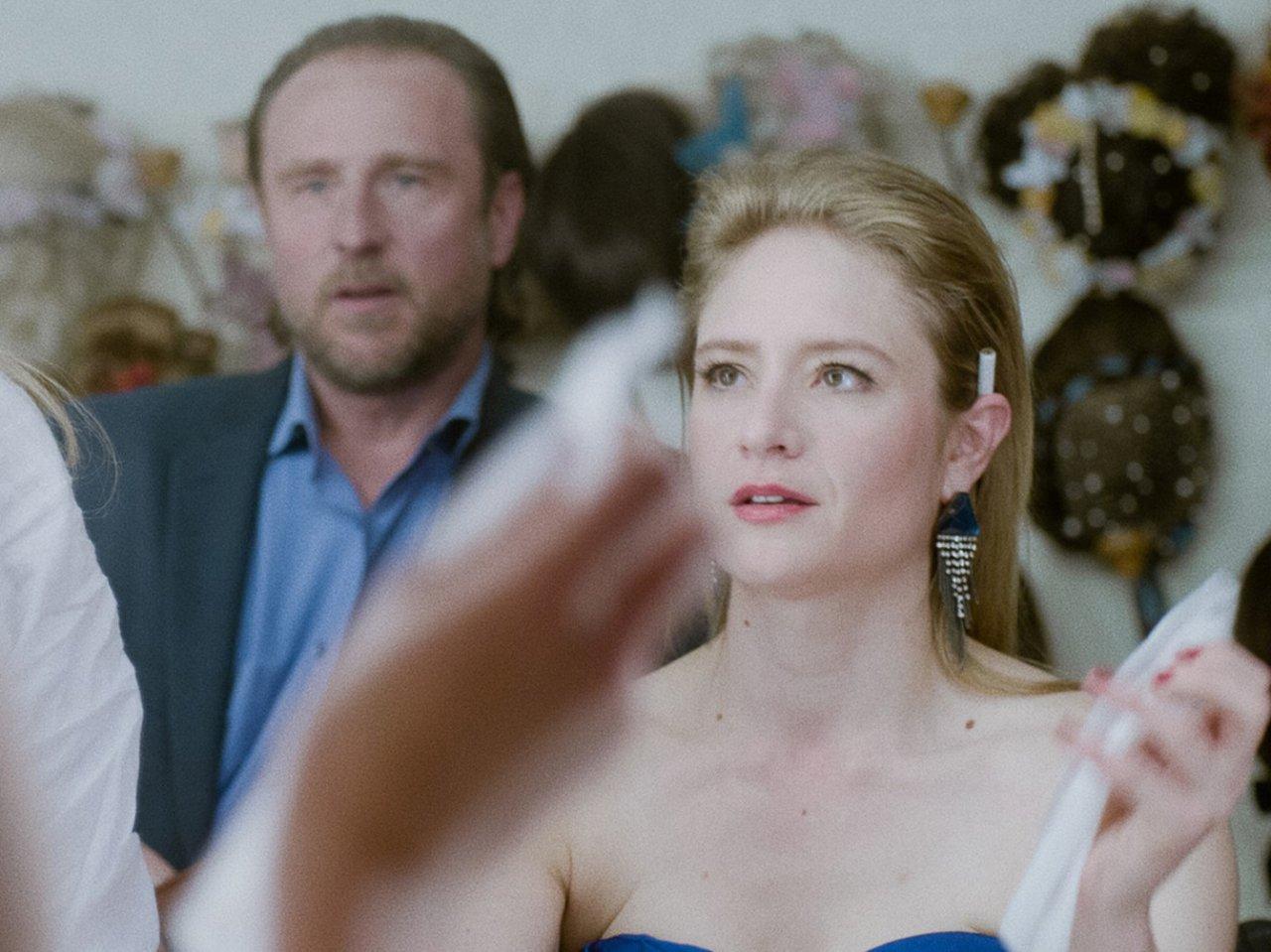 Astrid (Julia Jentsch) und ihr Manager-Gatte Markus (Bjarne Mädel) nehmen das Leben anfangs noch mit Humor