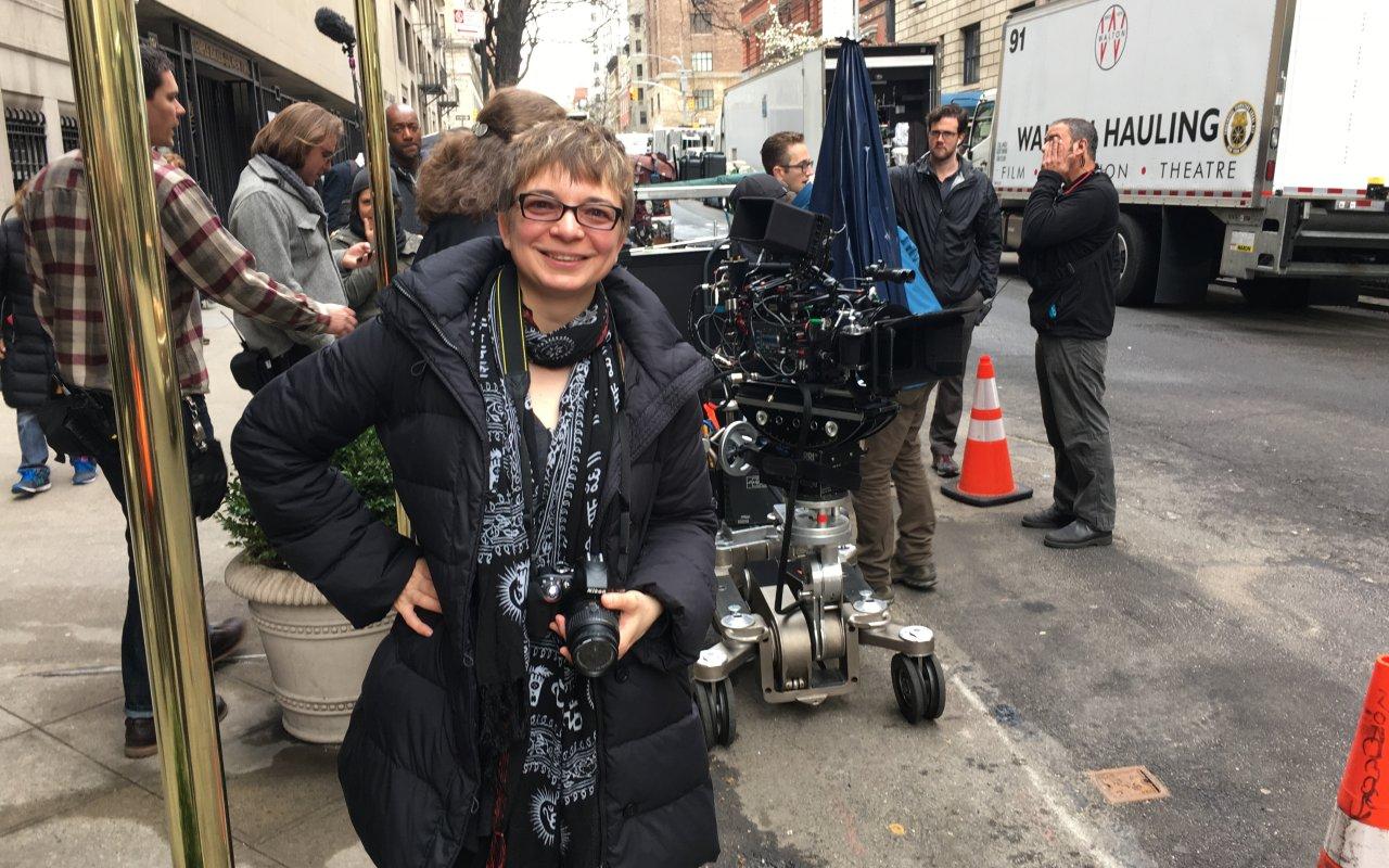 "GOLDENE KAMERA-Reporterin Anke Hofmann am Set von ""Crisis in Six Scenes"""