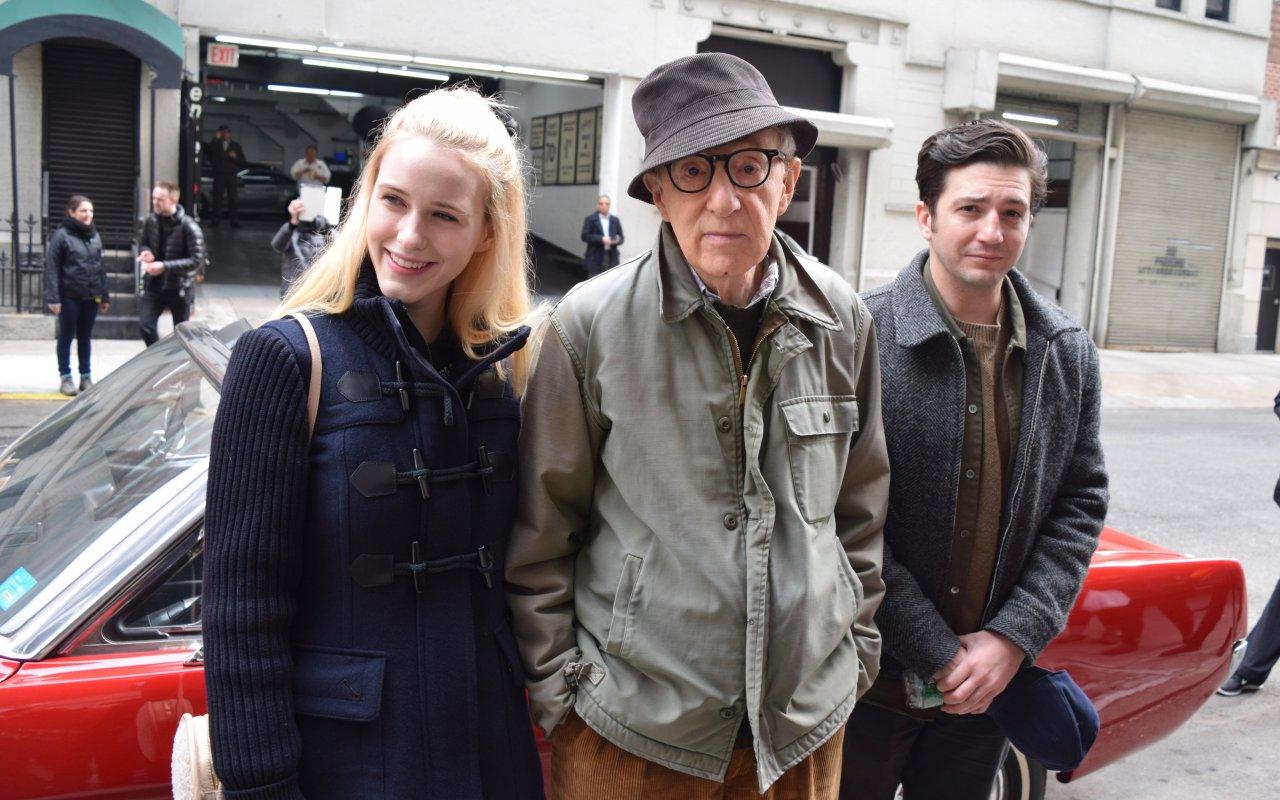 "Woody Allen am Set seiner Miniserie mit den ""Crisis in Six Scenes""-Co-Stars Rachel Bosnhahan und John Magaro"