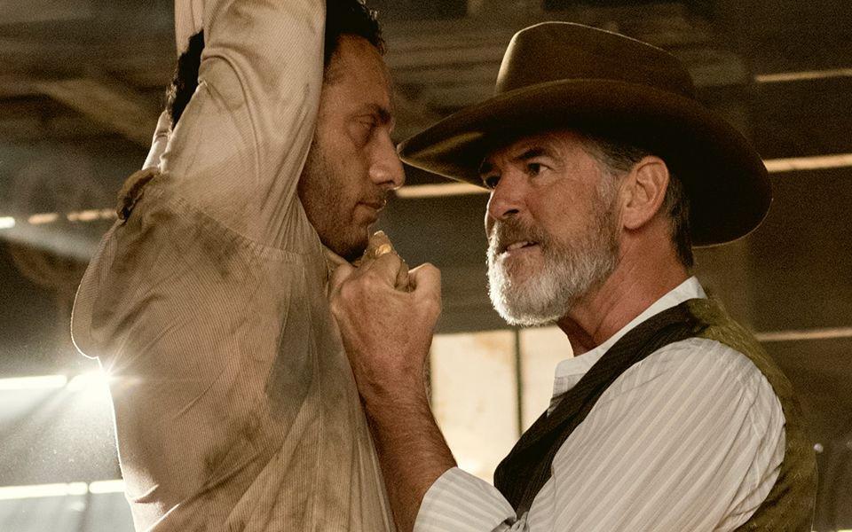 Als Eli McCullough kennt Pierce Brosnan zum Schutz seiner Filmfamilie keinen Spaß