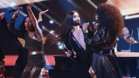 Das mitreißende Opening der GOLDENEN KAMERA 2018: Conchita und The Pointer Sisters performen I'm so excited.
