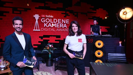 Die Moderatoren Daniele Rizzo und Linda Zervakis und DJane Miss Leema beim YouTube GOLDENE KAMERA Digital Award 2020