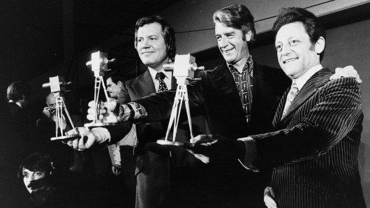 1975 wurden nur die Gewinner der Publikumswahl geehrt: Wim Thoelke, Rudi Carrell und Hans Rosenthal (v.l.)
