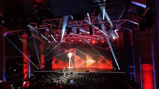 Die Bühne für den YouTube GOLDENE KAMERA Digital Award 2019 im Berliner Kraftwerk.