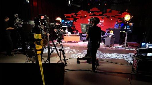 Auf dieser Bühne werden heute Abend live die Preisträger geehrt.