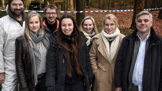 Drehstart für den neuen NDR-Tatort:  v.l.n.r.: Alexander Grünberg (Hanno), Susanne Bormann (Frauke), Bernhard Keller (Kamera), Anne Zohra Berrached (Regie), Kerstin Ramcke (Produzentin, Nordfilm), Maria Furtwängler (Charlotte Lindholm), Aljoscha Stadelmann (Frank Holdt)