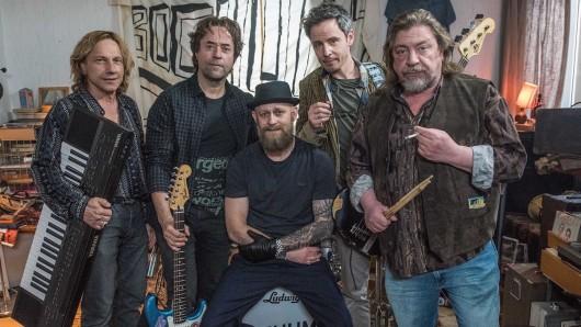 Die Band Bochums Steine - Thomas (Richy Müller), Rainer (Jan Josef Liefers), Ole (Jürgen Vogel), Konni (Matthias Bundschuh) und Bulle (Armin Rohde, v.l.n.r.)