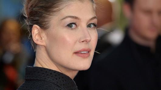 Ex-Bond-Girl Rosamund Pike (38).