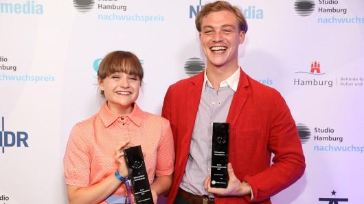 Die beiden Preisträger Beste Nachwuchsdarsteller, Lena Urzendowsky als Sara Rost in Das weiße Kaninchen und David Schütter als Pepe in Strawberry Bubblegums.
