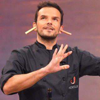 Steffen Henssler tritt demnächst auf ProSieben ohne Kochlöffel an.