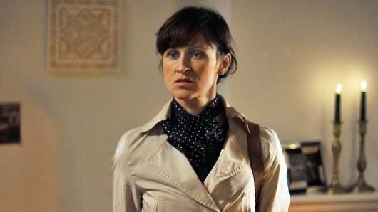 Im Polizeiruf 110 Die Gurkenkönigin spielte Sophie Rois 2012 die Kriminalhauptkommissarin Tamara Rusch, die Schwangerschaftsvertretung für ihre Kollegin Olga Lenski (Maria Simon).