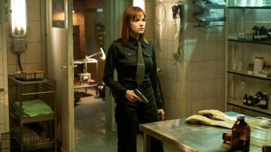 Emilia Schüle als KGB-Agentin in Treadstone