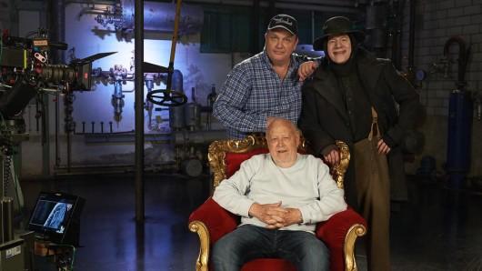 Hape Kerkeling mit Regisseur Joseph Vilsmaier (mi.) und Michael Bully Herbig am Set in München.