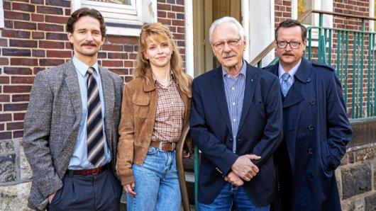 Ein echter Polizist  und drei Schauspieler: August Wittgenstein (v. l.), Karoline Schuch, Wolfgang Sielaff und Matthias Brandt am Set.