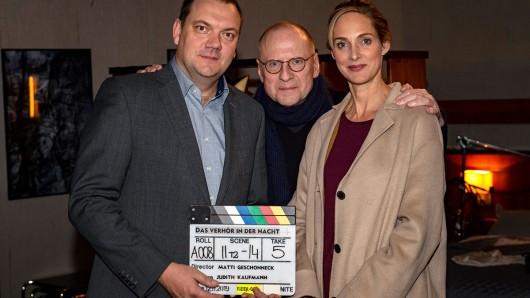 Charly Hübner, Matti Geschonneck und Sophie von Kessel bei den Dreharbeiten.