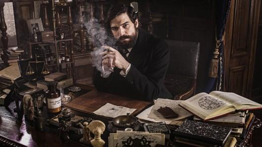 Freud - Der berühmte Psychologe Sigmund Freud (Robert Finster) geht auf Mörderjagd. Sendetermin: Frühjahr 2020 bei Netflix.