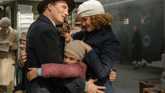 Arthur Kemper (Oliver Masucci) muss zusammen mit seiner Frau Dorothea (Carla Juri), Tochter Anna (Riva Krymalowski) und Sohn Max (Marinus Hohmann) vor den Nazis flüchten.