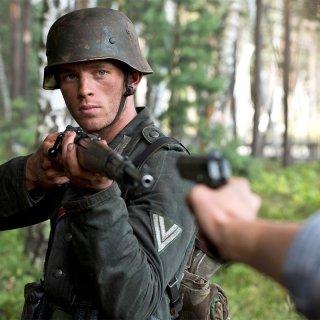 Walter und Wanda richten im polnischen Sumpf die Waffen aufeinander.