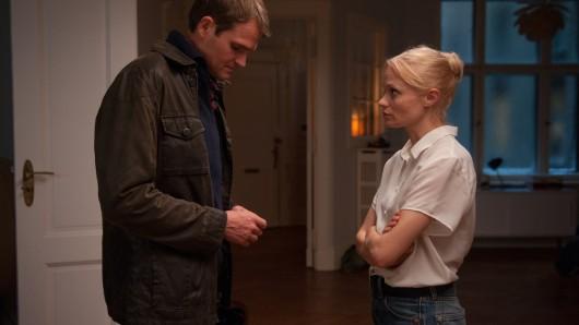 Silvi (Mavie Hörbiger) sieht mit Alex (Fabian Hinrichs) keine Zukunft mehr.