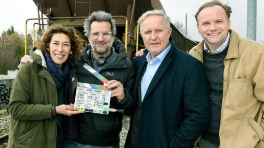 Adele Neuhauser, Regisseur Andreas Kopriva, Harald Krassnitzer und Thomas Stipsits am Set des neuen Tatorts: Pumpen, der am 6. September zu sehen ist.