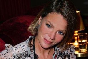 """Jessica Schwarz spielt in """"Biohackers"""" eine Genetik-Professorin an der Uni Freiburg."""
