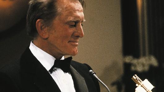 Kirk Douglas erhält 1988 die GOLDENE KAMERA für sein Lebenswerk