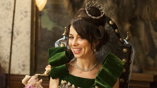 Natasha Leggero (42) als Lillian Bellacourt in Another Period
