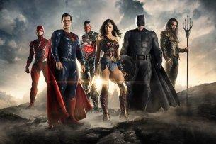 """Justice League"" mit (v.l.n.r.) The Flash (Ezra Miller), Superman (Henry Cavill). Cyborg (Ray Fisher), Wonder Woman (Gal Gadot), Batman (Ben Affleck) und Aquaman (Jason Momoa) – Kinostart: 16. November"