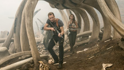 James Conrad (Tom Hiddleston) und Mason Weaver (Brie Larson) © Warner Bros. Entertainment