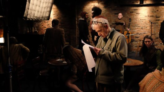 Regisseur Woody Allen am Set seiner Miniserie Crisis in Six Scenes © Amazon Studios
