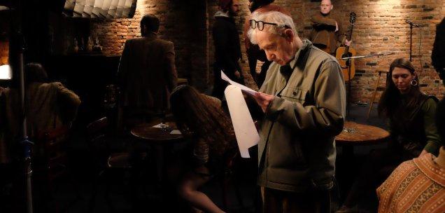Regisseur Woody Allen am Set seiner Miniserie Crisis in Six Scenes © Amazon Studios