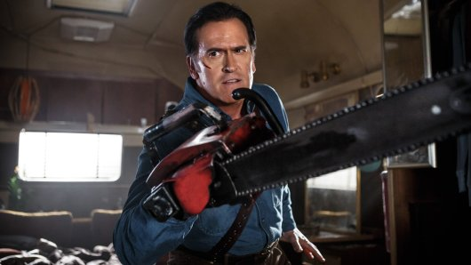 Tanz der Teufel-Ikone Bruce Campbell in seiner Paraderolle als Ashley J. Williams in Ash vs. Evil Dead