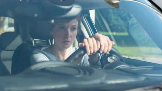 Interpol-Agentin Juliette Pribeau (Julia Koschitz) ist überrascht als Günther Kompalla sie um ein Treffen bittet. © BR/diwafilm GmbH