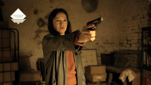 Hannah Herzsprung spielt in Verräter - Tod am Meer die RAF-Terroristin Nina.