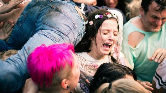 Bei der Duisburger Loveparade kämpft Antonia (Jella Haase) um ihr Leben. Foto: WDR/Alexander Fischerkoesen