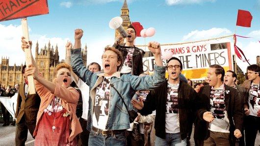 Bei der Gay Pride-Demonstration in London am 29. Juni 1985 unterstützen Bergarbeiter die Lesben- und Schwulen-Bewegung. Ein Akt der Solidarität und zugleich ein Dank für deren Unterstützung bei ihrem eigenen Streik.