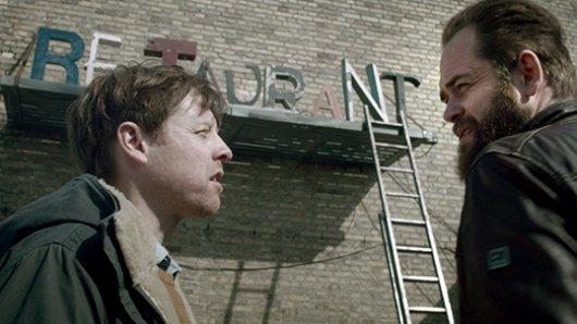 Dion (Esben Dalgaard, re.) und Thomas (Martin Buch, li.) streiten sich nicht nur über ihr Restaurant.