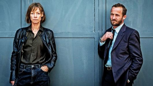 Jenny Schily spielt die RAF-Terroristin Bettina Polheim. Maximilian Brückner versucht als BKA-Ermittler Andreas Kawert den Anschlag zu vereiteln.