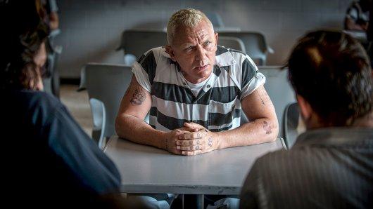 007-Darsteller Daniel Craig als schlecht blondierter Knastproll Joe Bang.